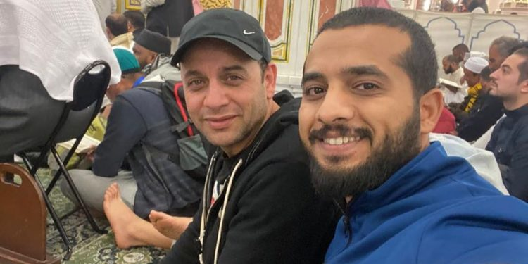 مصطفى قمر في المسجد النبوي اعملوا عمرة و حجوا بيت الله دي أجمل حاجة في الدنيا