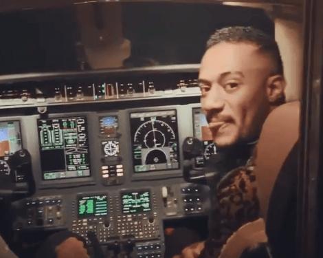 بالفيديو الطيار الموقوف بسبب محمد رمضان يروى تفاصيل إبعاده عن العمل