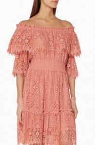 فستان باللون الخوخى