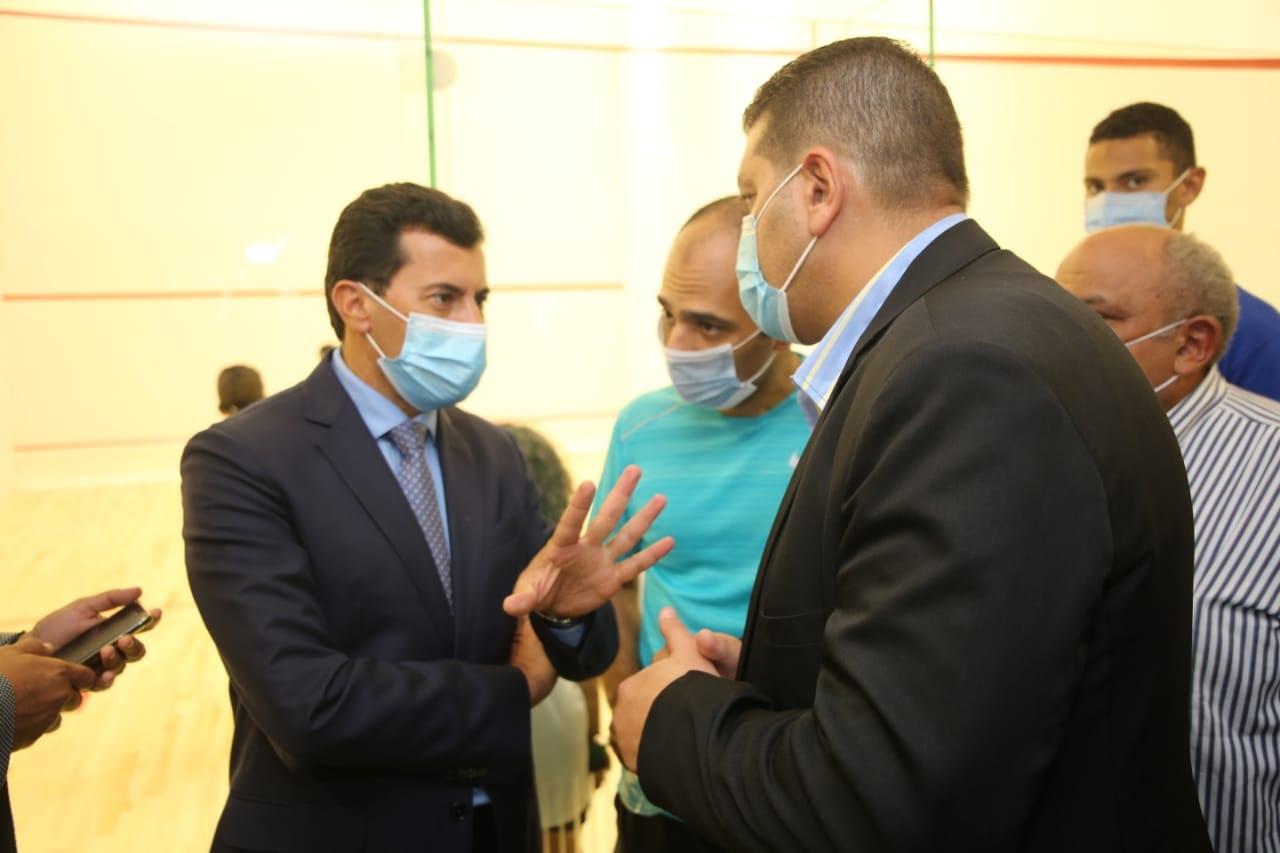 أشرف صبحي يشارك في احتفالات اليوم العالمي للاسكواش بنادي «النادي» (صور)