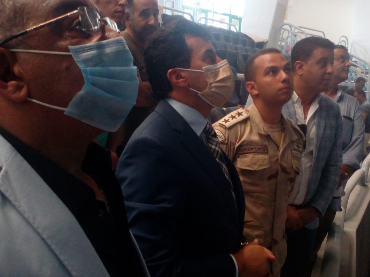 أشرف صبحي في جولة تفقدية لاستاد القاهرة الدولي استعدادًا للمباريات الأفريقية (صور)