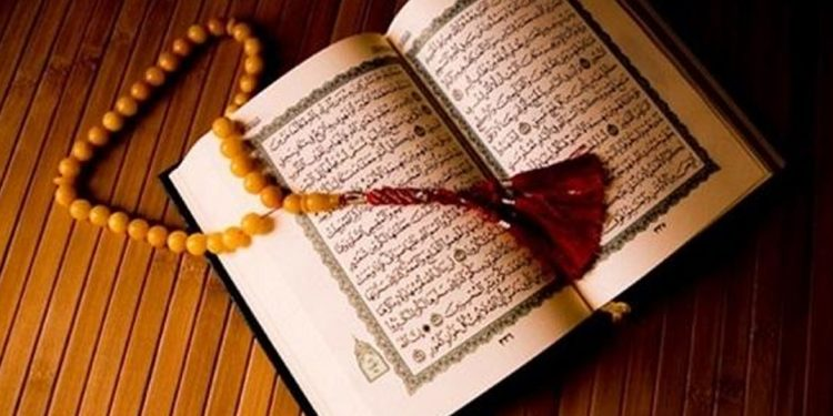 تفسير حلم قراءة القرآن في المنام للعزباء والمتزوجة والرجل اوان مصر