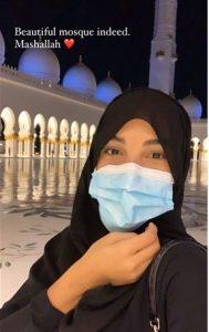 سلمي من داخل المسجد