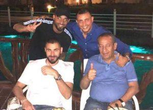 كامل ابو علي برفقة اولاده