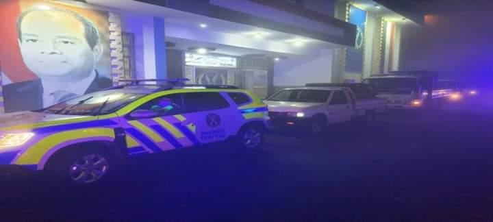 الشرطة تصطحب سيارات الاوكسجين