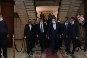 محمد أبو العينين خلال زيارة سوهاج