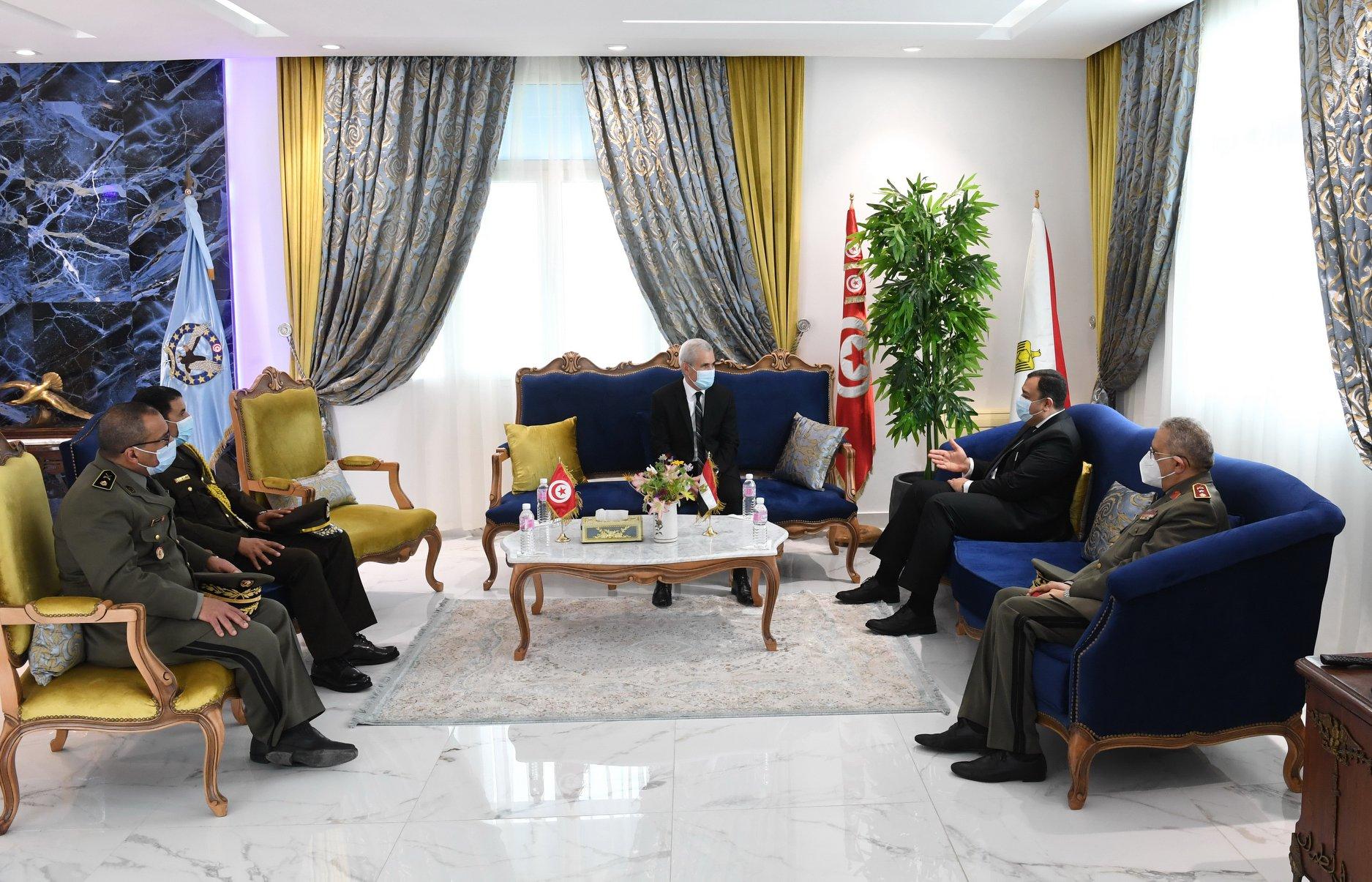 مساعدات مصرية طبية لتونس