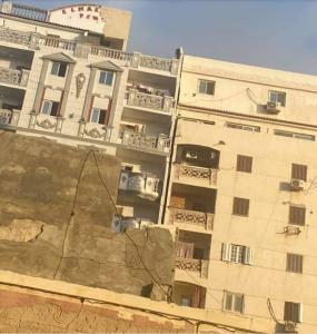 أصوات الموت تدق أبواب عقار الإسكندرية المائل