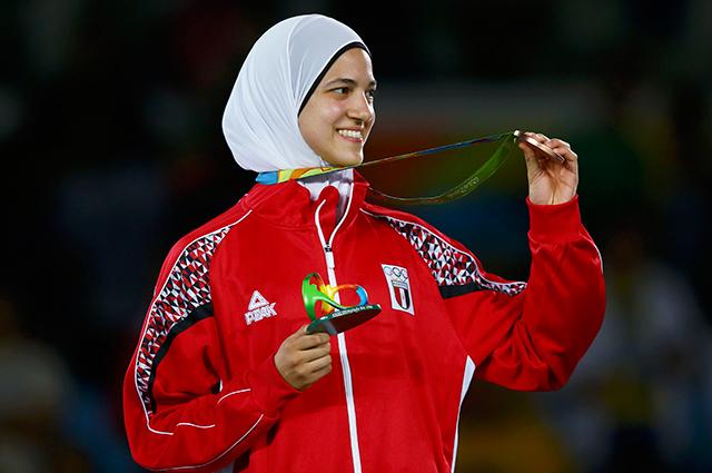 تمكنتهداية ملاك ، لاعبة التايكوندو، من تحقيق أول ميدالية مصرية برونزية في البطولة، وذلك بعدما فازت علي بطلة أمريكا بيج ماكفرسون.