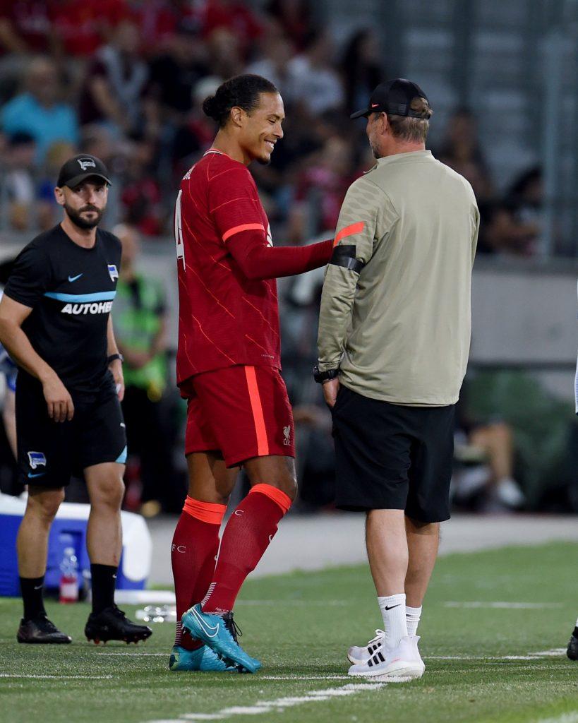 شهدت الدقيقة الـ69 أبرز أحداث اللقاء بظهور اللاعب الهولندي و قائد منتخب الطواحين فيرجيل فان دايك، بعد اصابته أمام فريق ايفرتون الانجليزي في ديربي الميرسيسايد.