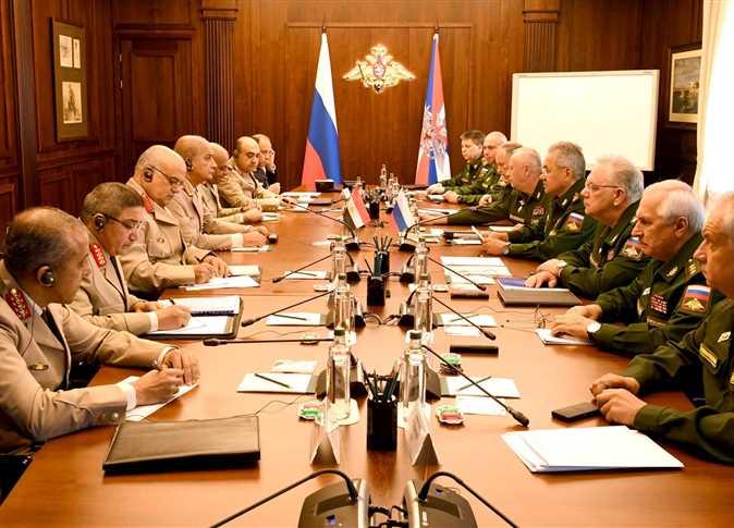"""وزير الدفاع ونظيره الروسي يوقعان بروتوكول تعاون في المجالات العسكرية والأمنية """"صور"""""""