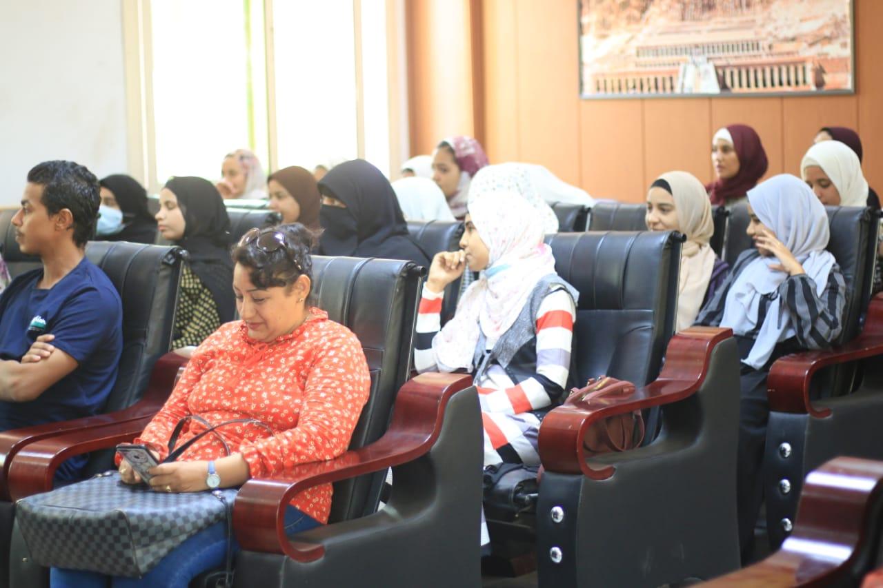 جامعتا الاقصر وجنوب الوادي تواصلان توعية الطلاب بالمشاركة في محو الأمية